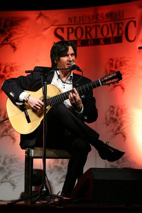 Diváky v sále potěšil kytarový virtuóz Zoran Gajič.