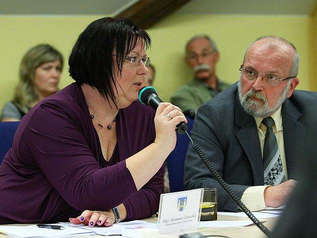 O zastupitele méně má ČSSD v České Lípě. Jejich jednička Romana Žatecká dementuje, že by Karel Bubeník hlasoval pro současné vedení města při ustavujícím zasedání.