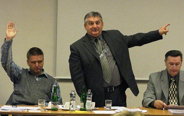 Starosta Kamenického Šenova Ota Raiter (uprostřed).