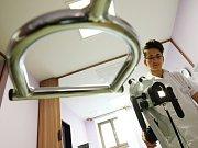 Speciální přístroj na ambulantní vyšetření děložního čípku, takzvaný kulposkopquot. Ilustrační snímek.