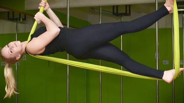 Od nového roku se v Lípě stala hitem tak trochu jiná jóga. Létající jógu si můžete zacvičit v B pole studiu.
