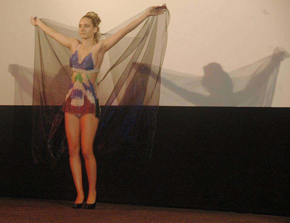 Do role modelek se převtělily studentky SPŠ textilní z Liberce. Přehlídku sledoval i režisér nového filmu David Laňka a bavič Petr Novotný.