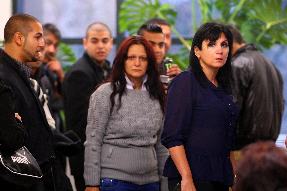 Obhájkyně obžalovaných Klára Samková (vpravo) před zahájením hlavního líčení u libereckého soudu.