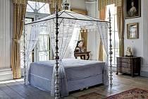 """Unikátní dílo """"Nebesa"""", skleněná postel nizozemského designéra Hanse van Bentema. K vidění bude na zámku v Zákupech."""
