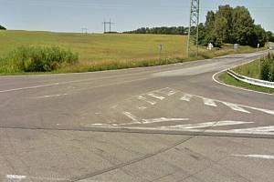 V místě, kde se potkávají dvě krajské silnice druhé a třetí třídy s místní komunikací, plánuje Liberecký kraj vybudovat okružní křižovatku.