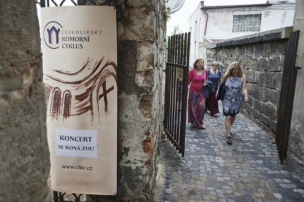 Českolipský komorní cyklus pokračoval po online covidové přestávce v úterý 15. června prvním letošním živým koncertem za přítomnosti publika. V amfiteátru v klášterní zahradě hostil soubor Bardolino.