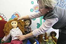 Speciální vyšetřovací místnost, kterou využívají českolipští kriminalisté teprve půl roku, vypadá na první pohled jako útulný dětský pokoj. Místo pohádek tu ale děti vypráví mrazivé příběhy ze svého života.