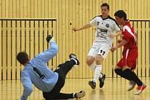 Futsalové druholigové finále dospělo v pátek do druhého pokračování. Hráči Dalmachu Turnov se tentokrát postavili Démonům na domácí půdě. Podruhé v řadě však prohráli a soupeřovi k celkovému prvenství chybí pouze jediná výhra..