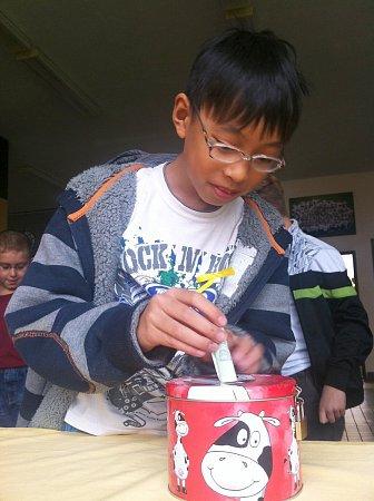 Škola vKravařích uspořádala dobročinnou sbírku pro Filipíny.