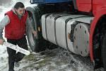 Kamion uzavřel dopravu na hlavní silnici v Kamenickém Šenově.