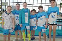 Šestice českolipských plavců po soutěži v Litvínově.