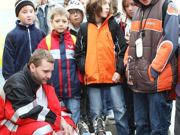 Od Tomeše a jeho Záchranářů ČR se již oficiálně také distancovala krajská Zdravotnická záchranná služba v Liberci.