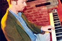 Zdeněk Král hraje, skládá i píše knihy pro děti.