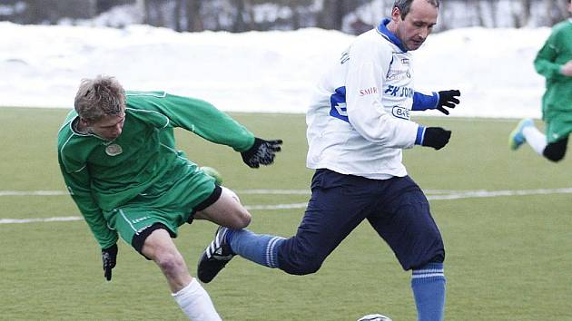 Fotbalový turnaj  v Novém Boru má za sebou úvodní dějství, které přineslo hodně zajímavé souboje a řadu gólů. Dorost Nového Boru porazil Sosnovou 4:2.