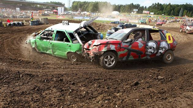 Destruction derby na autodromu. Den druhý.
