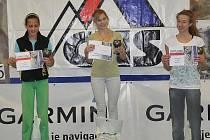 Finále Českého pohárů ve sportovním lezení na obtížnost se konalo v Chocni. Zleva stojí Švecová (Brno), Wágnerová (N. Bor), Křížová (Líšeň).