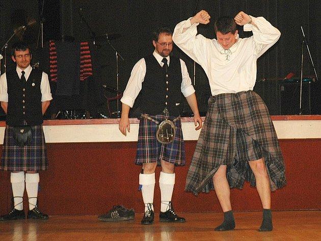 Oslavit skotský svátek sv. Ondřeje s Václavem Routem, nejlepším českým hráčem na dudy a jeho družinou, mohli všichni návštěvníci KD Ralsko v Mimoni.