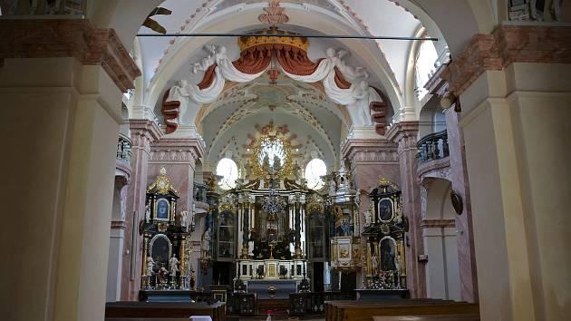 Dva roky trvaly práce na obnově kostela Navštívení Panny Marie vHorní Polici. Oprava se uskutečnila díky evropským penězům, přispěl také Liberecký kraj.