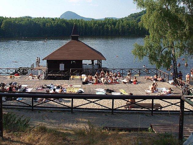 Terasa na koupališti ve Sloupu v Čechách prošla opravou a těší se zájmu návštěvníků.