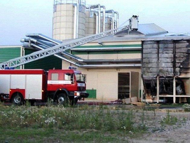 Pila v Srní přerušila výrobu poté, co na pracovišti třikrát hořelo.