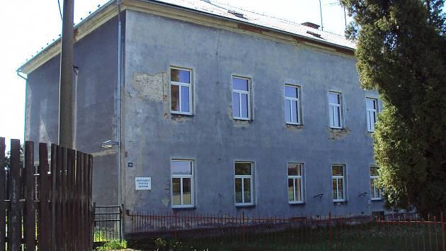 Velká proměna čeká ubytovnu domu dětí a mládeže ve Cvikově. Město požádá o dotaci a chce objekt přestavět na dům pro seniory.