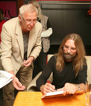Slavnostní křest a autogramiáda autora Luboše Y. Koláčka proběhla vúterý vrestaurantu Ajeto vNovém Boru.