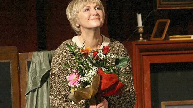 Cenu za nejlepší ženský herecký výkon získala Eliška Balzerová. Skleněné torzo ženy jí v novoborském divadle předal ředitel sklárny Ajeto Jaroslav Tunhofer.