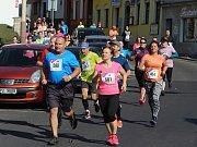 Běžci se během City Cross Runu podívali zblízka nejen na památky České Lípy, ale zavítali také do přírody. Do cíle doběhla většina z nich.