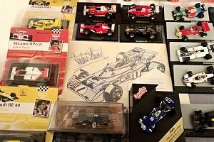 Mělnický sběratel autíček Martin Švec představuje svou rozsáhlou sbírku v malém sále Regionálního muzea Mělník na výstavě snázvem Na plný plyn.