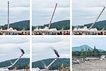 Devětaosmdesát metrů vysoký komín v areálu někdejšího uranového dolu Hamr padl