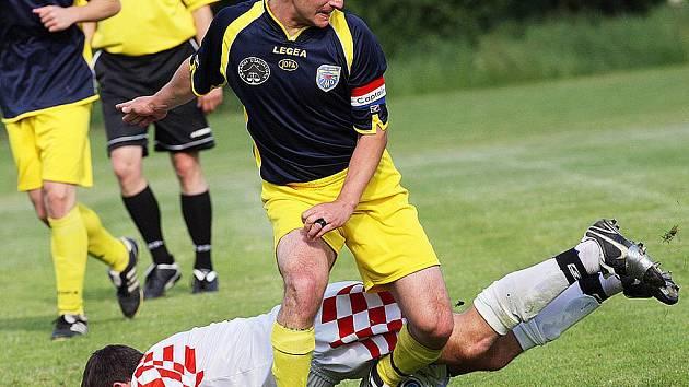 Poslední zápas letošní sezony mají za sebou fotbalisté Mimoně. Na snímku  je  kapitán Václav Konopiský.