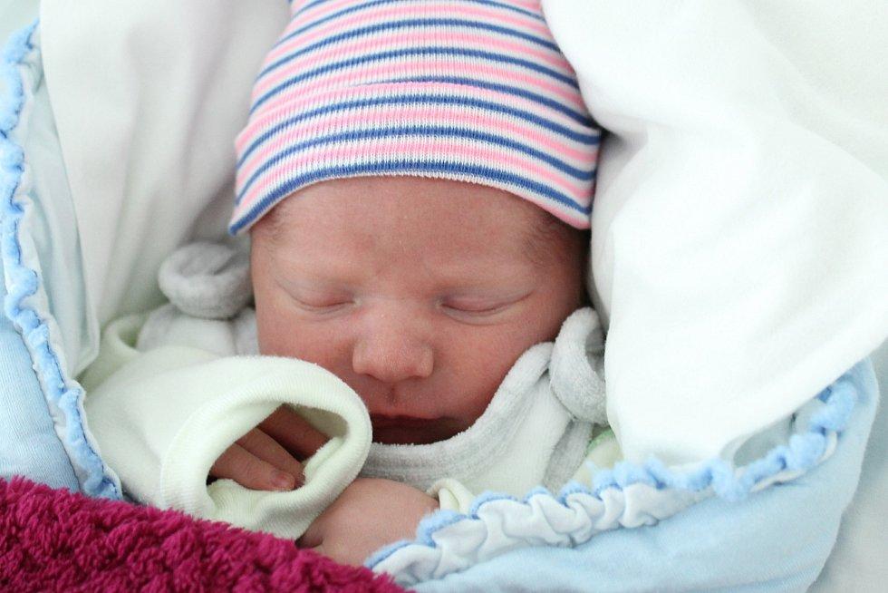 Rodičům Daně a Pavlovi Morcovým z České Lípy se v pátek 30. srpna v 1:02 hodin narodil syn Matyáš Morc. Měřil 49 cm a vážil 3,28 kg.