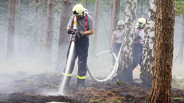 Rozsáhlý lesní požár nedaleko zámku Lemberk.