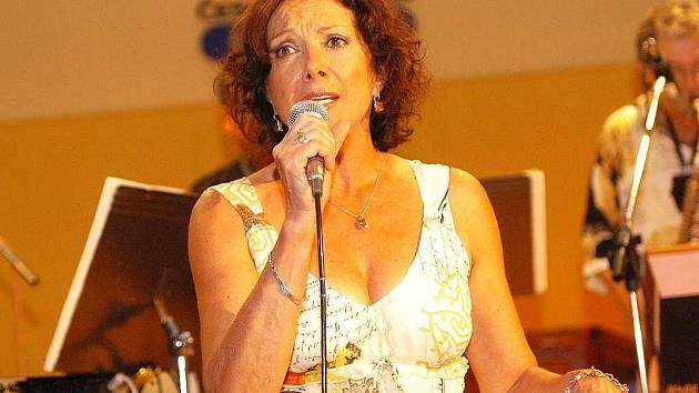 Marie Rottrová zazpívá na pláži Klůček v Doksech v pátek 3. července od 21 hodin.