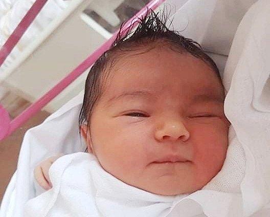 Mamince Janě Vyskočilové se v pondělí 5. července v 5:27 hodin narodila dcera Kamila Máchová. Měřila 50 cm a vážila 3,54 kg.