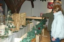 Dvě patra Městského muzea v Mimoni zabrala výstava betlémů, která bude pro návštěvníky otevřená každé odpoledne kromě těch pondělních, a to až do konce prosince.