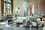 Hotelu v Arabském zálivu dominuje unikátní lustr v podobě křišťálové ulity designéra Petra Kořínka.