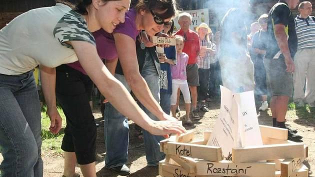 V osadě Kotel demonstrovali občané okolních obcí proti plánované těžbě uranu.