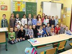 Žáci 1. A ZŠ K. H. Máchy Doksy s paní učitelkou Danou Valešovou.