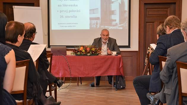 Česká advokátní komora (ČAK) uspořádala svou konferenci zaměřenou na historii advokacie v České Lípě. Přítomní právníci z Čech i Slovenska se obdivovali staré budově soudu v Lípě, kterou předkové postavili za pouhé dva roky a stále slouží.