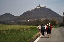 O týden později než ostatní památky zahájil v sobotu sezonu královský hrad Bezděz. Letos rozšíří kulturní program a v létě otevírací dobu.
