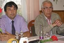 Zastupitelé Petr Máška a Jaromír Štrumfa stále kritizují prodej akcií ČLT.