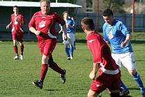 Další zápas 3. kola okresního poháru fotbalistů se odehrál ve čtvrtek na českolipské Lokomotivě, kam si pro porážku 2:3 přijelo Polevsko (modré dresy).