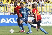 Bod za remízu 1:1 získali fotbalisté českolipského Arsenalu (modré dresy) v utkání s Roudnicí.