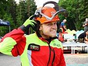 Domácí závodníci dominovali víkendovému šampionátu v práci s motorovou pilou, který proběhl v rámci Lesnického dne v areálu Sklená huť v Ralsku.