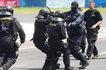 Na Dnu s policií nebudou chybět ukázky práce zásahové jednotky či psovodů.