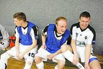 Dobrá nálada panovala po sobotním utkání v řadách českolipských Démonů. Na snímku vpravo nová posila Stanislav Bejda.
