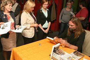 Slavnostní křest a autogramiáda autora Luboše Y. Koláčka proběhla v úterý v restaurantu Ajeto v Novém Boru.