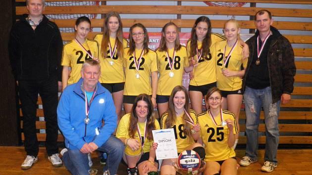 Turnaje se zúčastnilo také družstvo starších žákyň TJ Loko Česká Lípa, které ve skupině ztratilo dva sety a horším poměrem míčů skončilo na 2. místě.