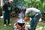 Soutěže ve vaření kotlíkových zvěřinových gulášů se letos v Zahrádkách zúčastnilo dvanáct týmů.